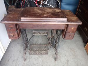 Antique Singer Sewing Machine And Cabinet for Sale in Murfreesboro, TN