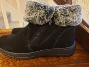 Costco womens boots size 10 for Sale in Yorktown, VA
