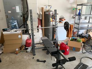 Gold gym weight bench and weights! for Sale in Loxahatchee, FL