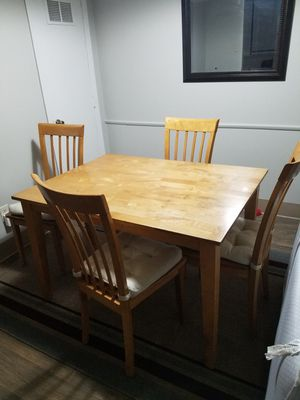 Dining Table W/ 4 Chairs for Sale in Shawnee, KS