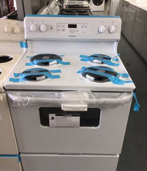 New scratch and dent Hotpoint coil top range. 1 year warranty for Sale in St. Petersburg, FL
