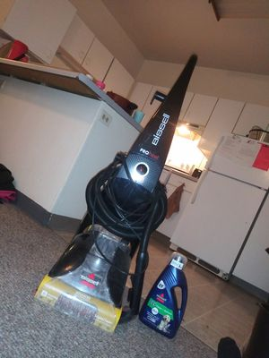 Bissel heated cleaning carpet cleaner for Sale in Duluth, MN