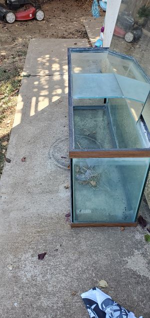 50 gallons fish tank used but in good condition for Sale in Galt, CA
