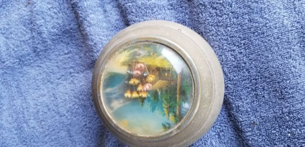AVON vintage powder music box.