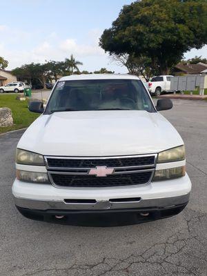 2007 chevy silverado 4 door for Sale in Miami, FL