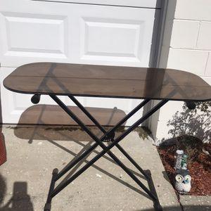On Stage Keyboard Stand With Glass Top for Sale in Brandon, FL
