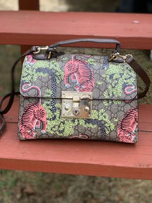 Gucci padlock shoulder bag for Sale in Bowie, MD