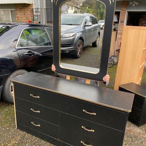 Wooden Dresser, Nightstand, And Mirror Set for Sale in Kent, WA