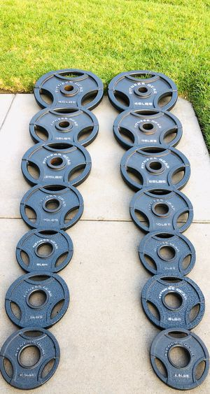 Complete Olympic Weight Set 2-45 2-35 2-25 2-10 4-5 2-2.5 for Sale in Corona, CA