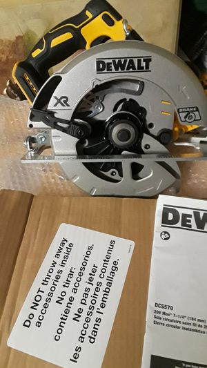 """Brand new dewalt 20v xr brushless 7-1/4"""" circular saw and blade tool only for Sale in Fresno, CA"""