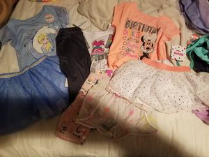 8 piece girls size (2T)- (3T) for Sale in Chicago, IL