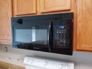 BLACK SAMSUNG MICROWAVE for Sale in St. Augustine, FL