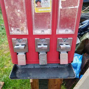 (VINTAGE CANDY MACHINE W/NO KEY) NEED GONE for Sale in Aberdeen, WA