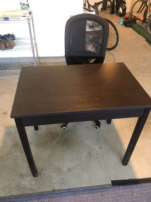 Desk with rolling chair for Sale in Hayward, CA