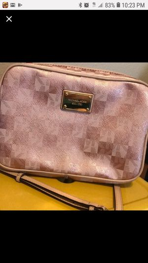 MICHAEL KORS NEW ROSE GOLD CROSSBODY for Sale in Stockton, CA