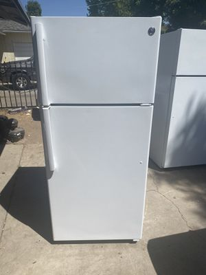Refrigerator top and bottom GE new for Sale in Fresno, CA