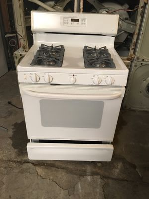 Stove gas brand GE everything is good working condition 90 days warranty delivery and installation for Sale in San Leandro, CA