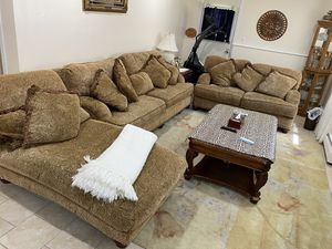 Living room with coffee table and 2 end tables for Sale in Dearborn, MI