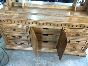 Large dresser with large lighted mirror for Sale in Wyoming, IL