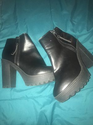 Black ankle boots worn 2-3 times for Sale in Pearland, TX