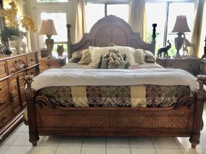 "Beautiful! ""Tommy Bahama style"" King size bed. for Sale in Orlando, FL"