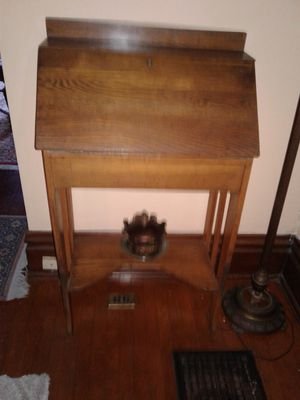 Antique desk/table for Sale in Columbus, OH