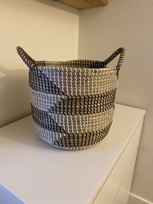 Sturdy wicker basket home decor for Sale in Englewood, CO