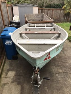 13ft Aluminum Boat with 5 Hp Motor for Sale in Renton,  WA