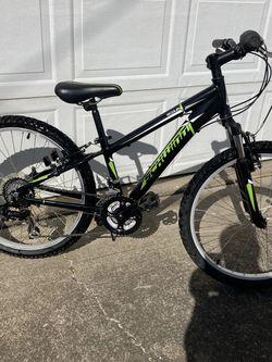 """24"""" Mountain Bike. Schwinn Scour for Sale in Hubbard,  OR"""