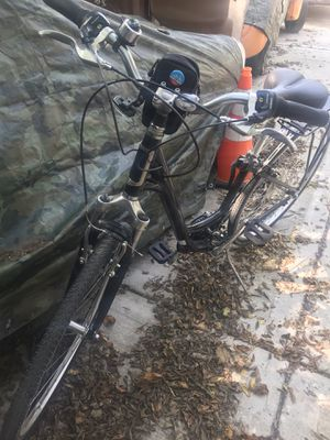 Globe comfort adult bike tire size 700 for Sale in Riverside, IL