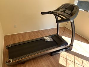 AFG 3.1 Treadmill - 2.75hp - Fold-up Frame - Like New for Sale in Portland, OR