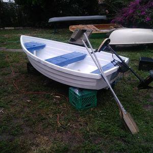 8ft Walkers BAY Boat W/ TROLLING MOTOR for Sale in Hollywood, FL