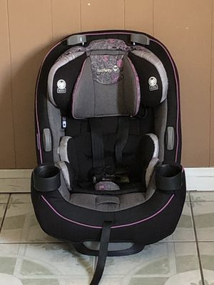 PRACTICALLY NEW SAFERY 1ST CONVERTIBLE CAR SEAT for Sale in Riverside, CA