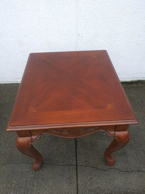 Beautiful end table for Sale in Snellville, GA