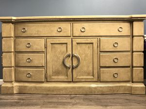 Dresser, queen bed, mirror and end table for Sale in Arvada, CO