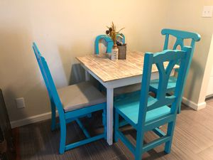 Small Kitchen Table w/chairs for Sale in Downey, CA