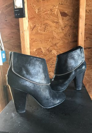 Almost new, beautiful Michael Kors boots for Sale in Crowley, TX