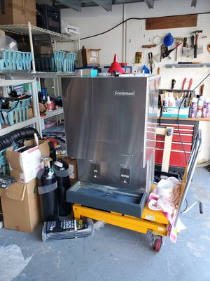 ICE AND WATER DISPENSER COMMERCIAL GRADE for Sale in Fort Lauderdale, FL