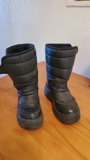 Kids Snow boots sz13 for Sale in Chino Hills, CA