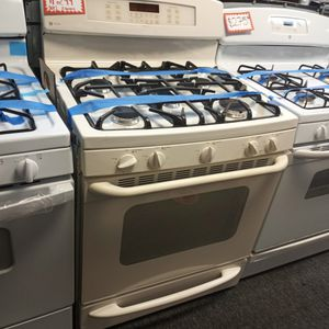 GE OFF WHITE 5 BURNERS GAS STOVE WORKING PERFECT W/4 MONTHS WARRANTY for Sale in Baltimore, MD