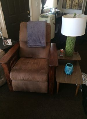 Recliner and table set (not lamp) for Sale in Columbus, OH