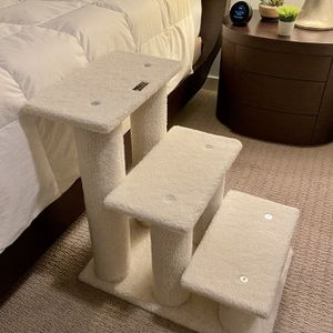 Armarkat Classic Pet Steps For Cat Or Small Dog for Sale in Seattle, WA