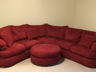Red Couch Pick Up Only! for Sale in Aurora,  OR