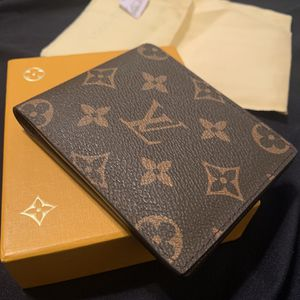 LV Wallet for Sale in Westminster, CA