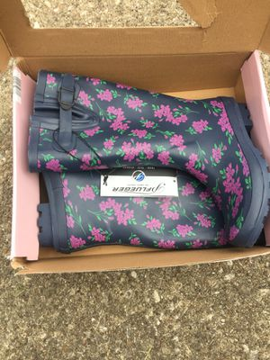 Woman's rain boots size 8 for Sale in Amherst, OH