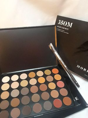 Makeup palette with brush for Sale in Berkeley, CA