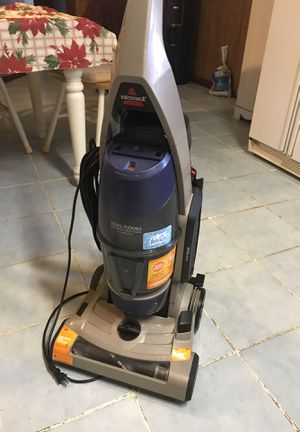 Bissell Total Floors 2013 good condition selling reason plush carpet not compatible with this vacuum for Sale in Ville Platte, LA