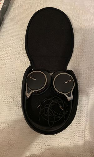 Sony Wired Headphones With Case for Sale in Fort Chiswell, VA