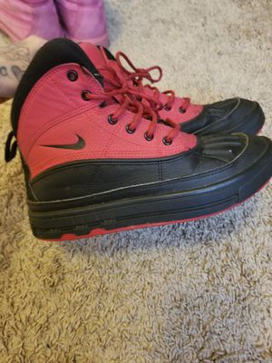 Red and black akg boots size 4 for Sale in Douglasville, GA