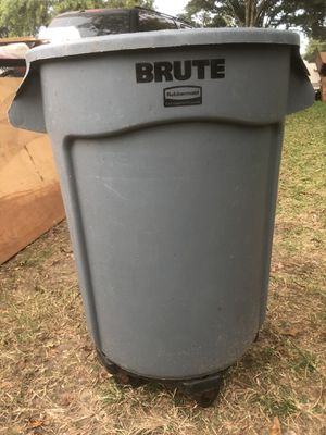 30 gallon trash can on wheels for Sale in Pasadena, TX